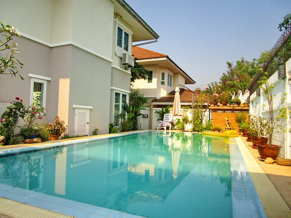 Beautiful House with Private Pool in Bangsaray
