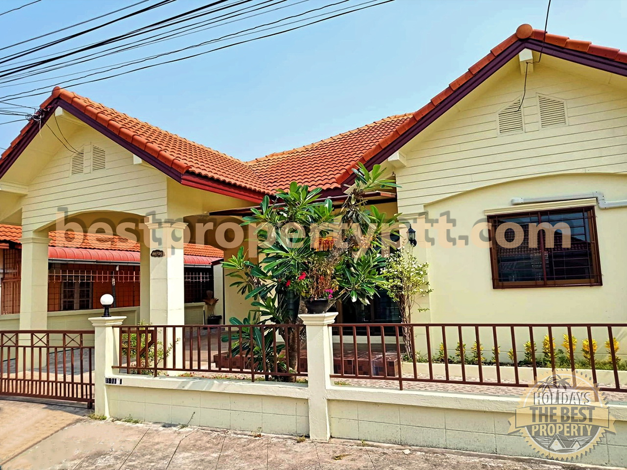 House in a gated community in Bangsaray